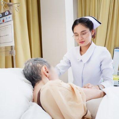 Có cần thiết sử dụng dịch vụ thuê người chăm sóc người bệnh hay là không?